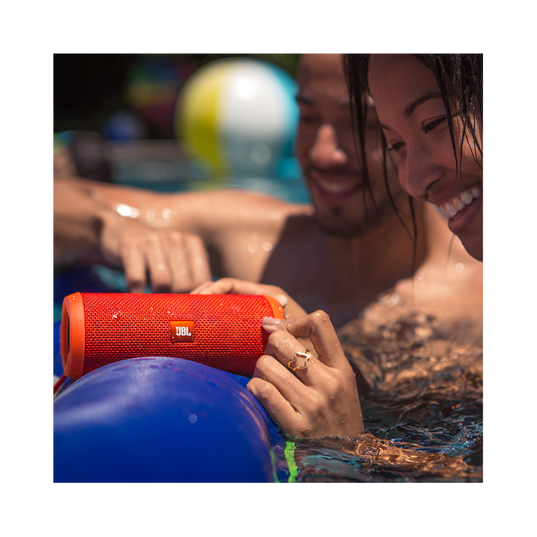 JBL Flip 3 - Yellow - Splashproof portable Bluetooth speaker with powerful sound and speakerphone technology - Detailshot 6